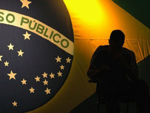 Serviço público: Quando a democracia se distancia, quem governa é a mediocridade.