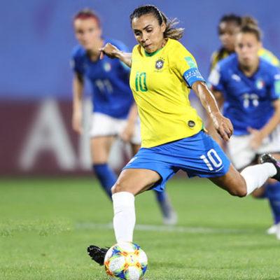 Empoderamento da mulher brasileira ganha força nos pés de Marta