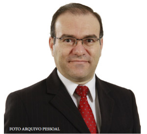 Dr. Julio Aparecido Costa Rocha: advogado, formado pela Univap e atuando há 23 anos na região.