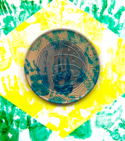 Para além dos números: Uma breve crítica à política educacional no Brasil.
